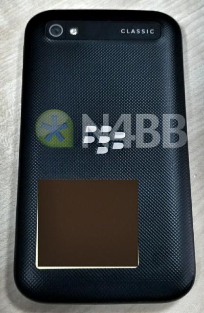 Живые фотографии и характеристики QWERTY-смартфона BlackBerry Classic-2