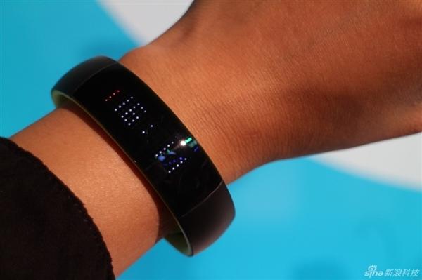 Huawei выпустит фитнес-трекер Play Smart за $65-3