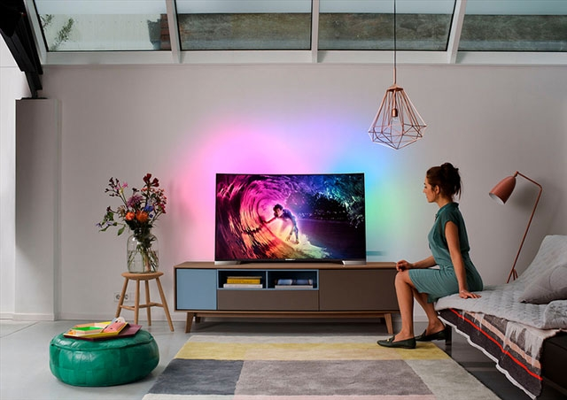 И Philips туда же: компания представила серию изогнутых Ultra HD 4K телевизоров Philips 8900-2