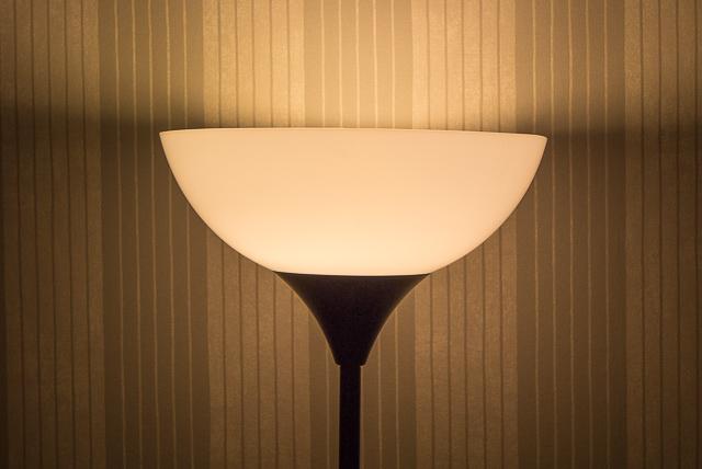 Дом голубого света. Обзор светодиодной лампы Prestigio Smart Color LED Light-8