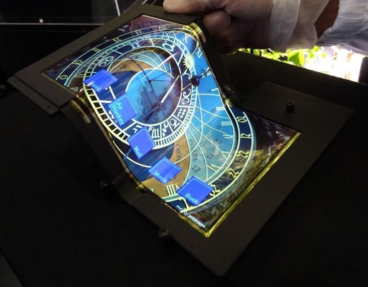 Создан 8.7-дюймовый складной сенсорный OLED-дисплей с разрешением FullHD