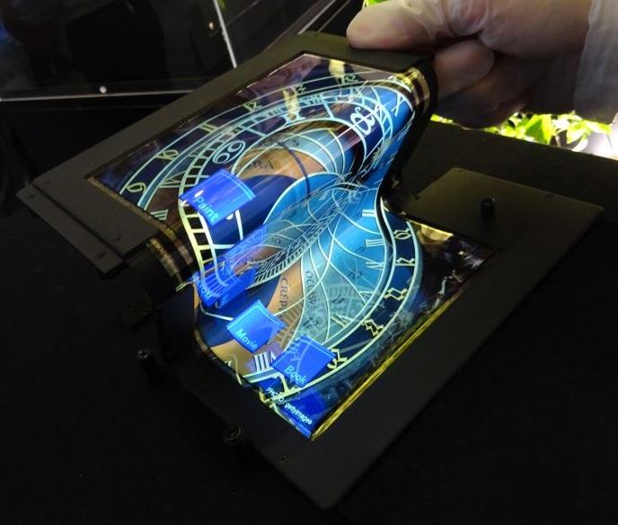 Создан 8.7-дюймовый складной сенсорный OLED-дисплей с разрешением FullHD-2