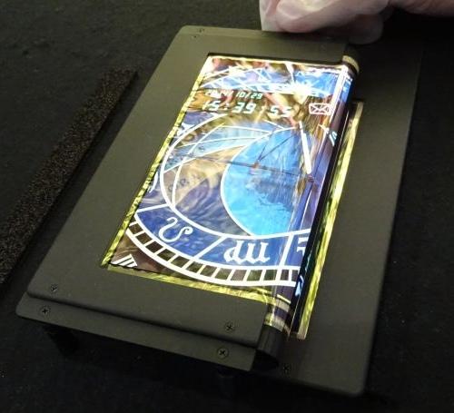 Создан 8.7-дюймовый складной сенсорный OLED-дисплей с разрешением FullHD-3