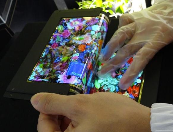 Создан 8.7-дюймовый складной сенсорный OLED-дисплей с разрешением FullHD-4