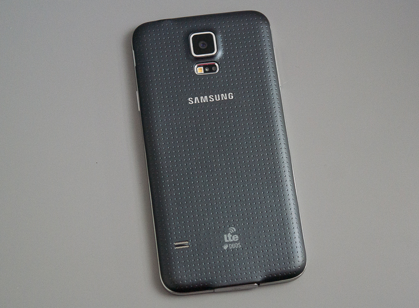 Знакомые всё лица. Пара слов о Samsung Galaxy S5 Duos-2