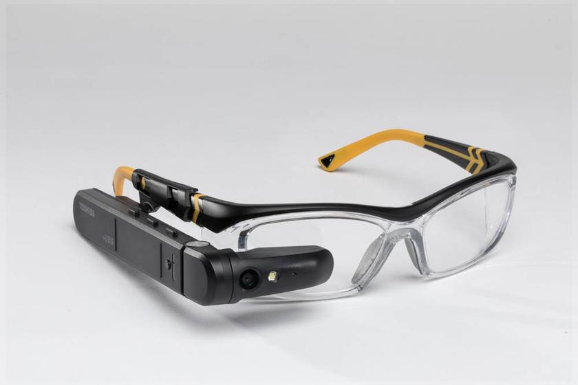 "Toshiba introduced ""smart"" dynaEdge glasses with built-in Windows 10"