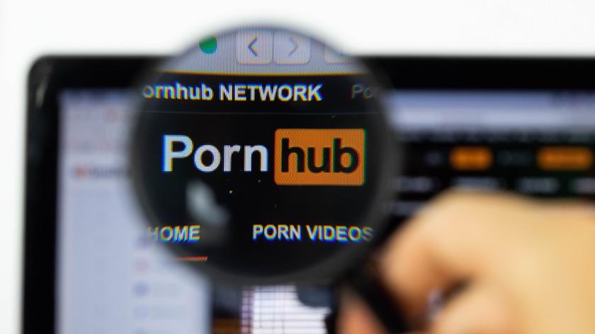 PayPal разорвал сотрудничество с Pornhub и оставил авторов видео 18+ без денег