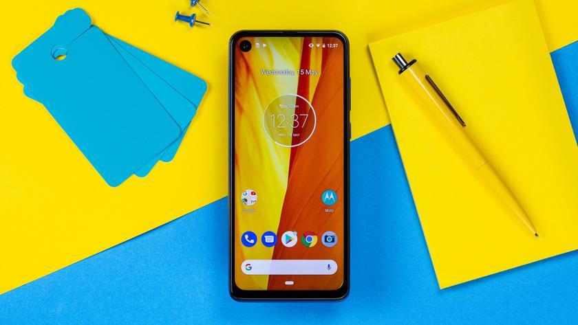 Слух: следующий флагманский смартфон Motorola получит название Edge+