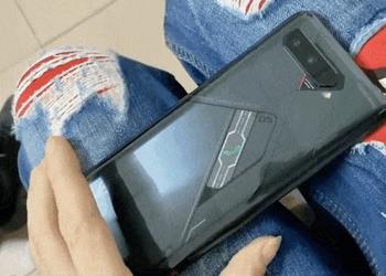 ASUS ROG Phone 4 «засветился» на видео с дополнительным экраном на задней стороне