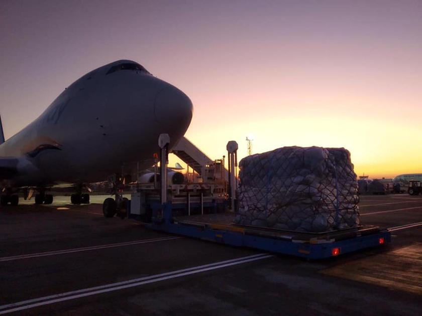 «Укрпочта» приняла самолет с миллионом посылок после «черной пятницы»