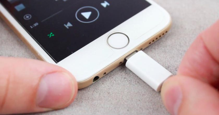 Apple все-таки заставят отказаться от Lightning