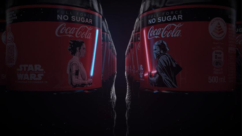 Для фанатов «Звездных войн»: Coca-Cola выпустила бутылки с крошечными OLED дисплеями в виде мечей