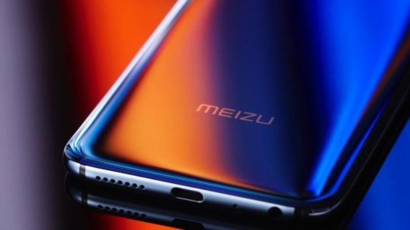 Meizu 17 с «дырявым» дисплеем показали на рендере