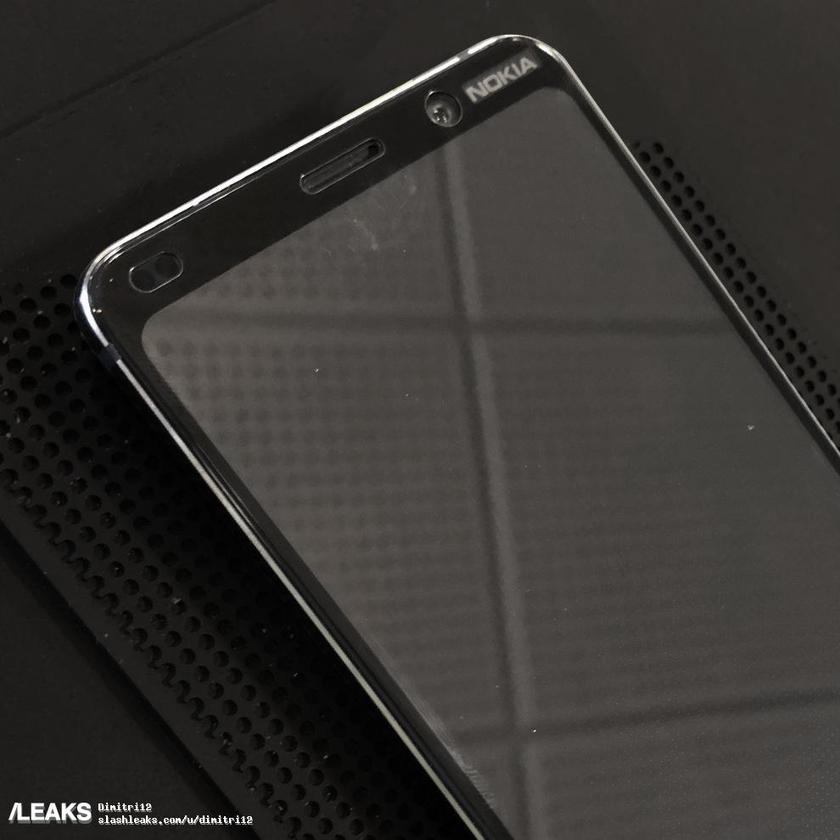 nokia-9-live-pictures-shows-the-top-front-of-the-device-70.jpg