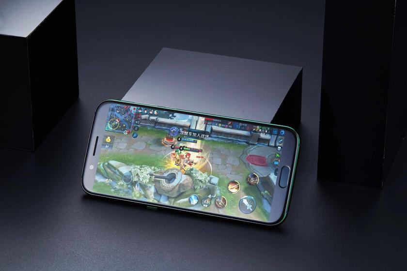 xiaomi-blackshark-released-gaming-photos-1.jpg