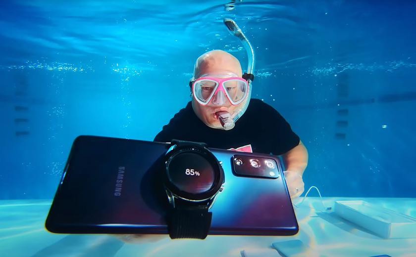 Новенький Samsung Galaxy S20 FE распаковали… под водой
