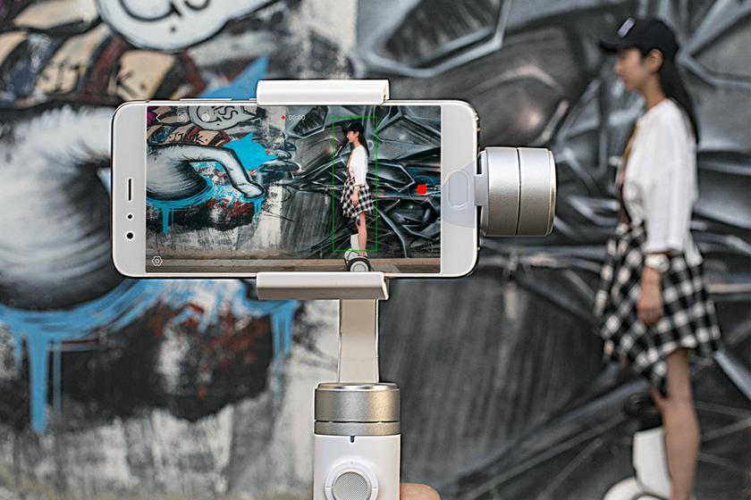 xiaomi-mijia-smartphone-handheld-gimbal-3.jpg