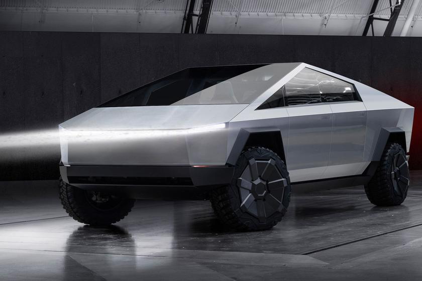 За несколько дней Илон Маск собрал почти 150 тысяч заказов на футуристический пикап Tesla Cybertruck