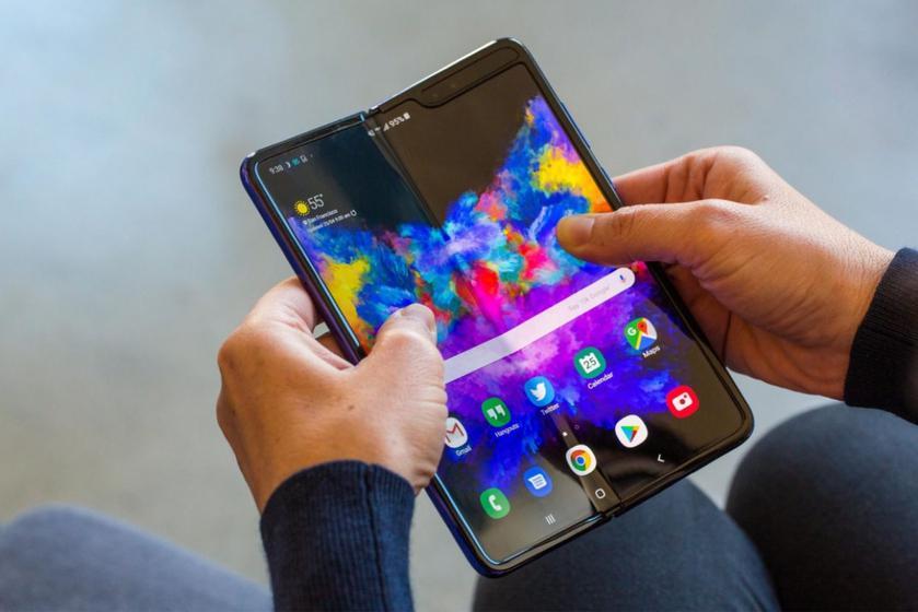 Инсайдер: преемник Galaxy Fold выйдет на рынок с названием Galaxy Z Fold 2 и получит подэкранную камеру
