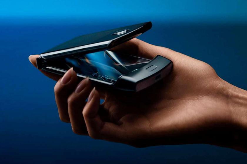 Motorola готовит улучшенную версию складного смартфона RAZR