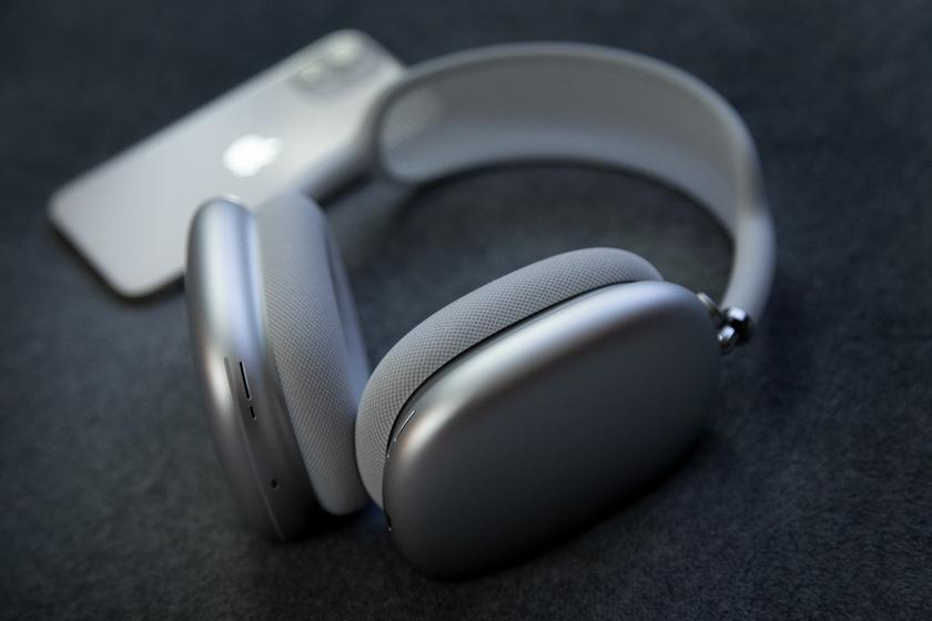 Apple готовит более дешевые наушники AirPods Max из пластика