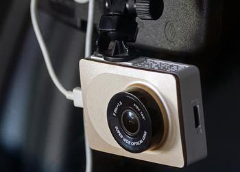 Обзор Yi Smart Dash Camera: умный народный видеорегистратор