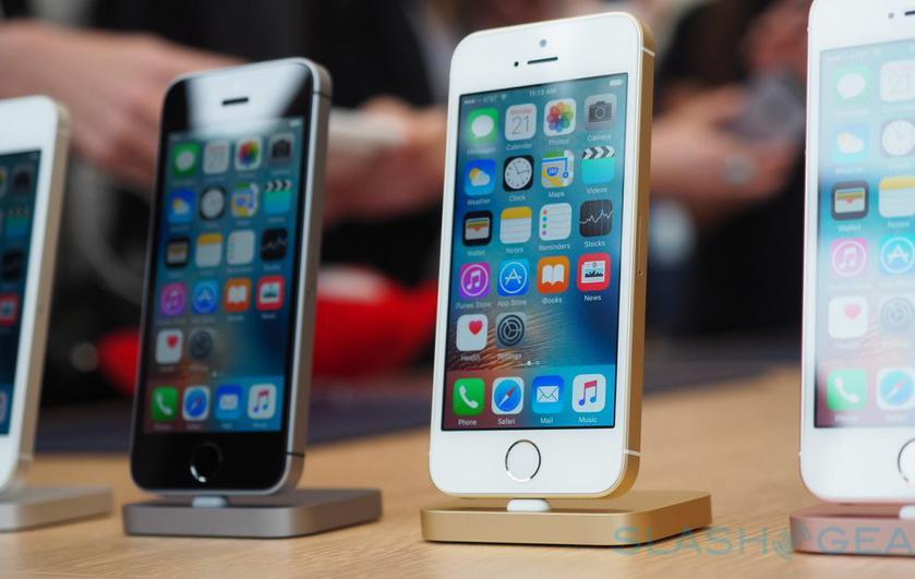 Apple опять продает iPhone SE, причем с большой скидкой