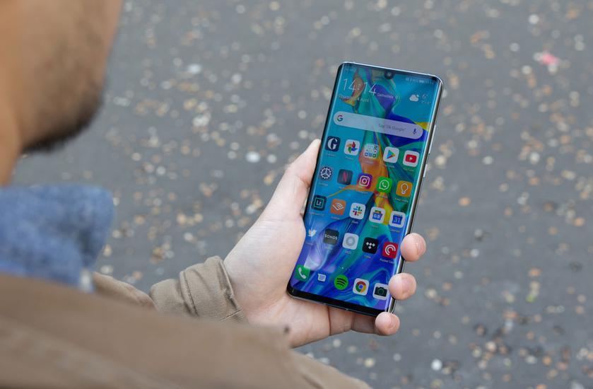 Google заявляет, что использование его сервисов на новых смартфонах Huawei небезопасно