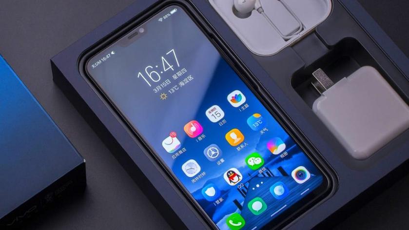 Xiaomi Pocophone F1 получит три модификации и четыре расцветки
