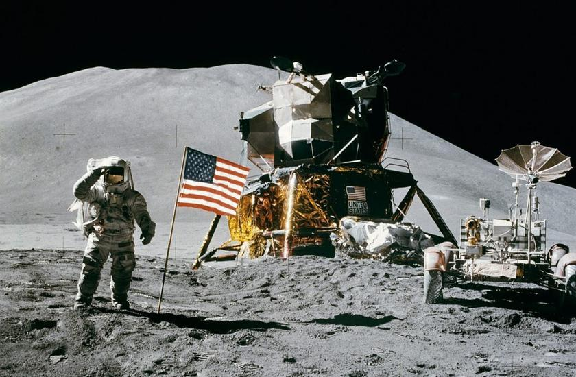 Donald Trump sends American astronauts to the moon