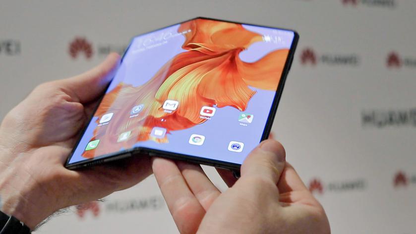 Смартфон не для зимы: Huawei Mate X нельзя сгибать при температуре от -5
