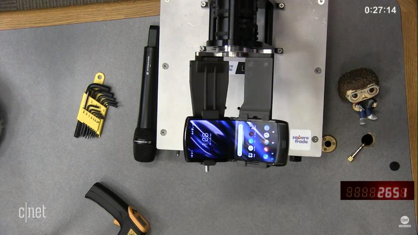 Не такой прочный, как ожидалось: механизм «раскладушки» Motorola RAZR сломался после 27 000 сгибаний