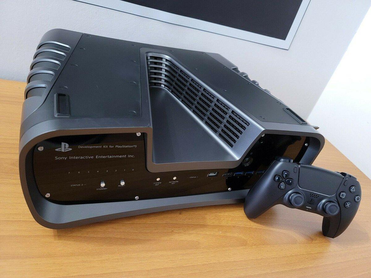 Уникальную консоль Sony PlayStation 5 продавали на eBay за 2 850 евро