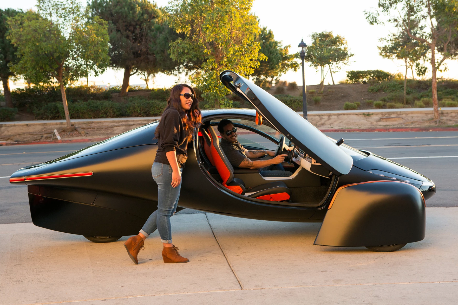 Aptera Paradigma: трёхколёсный электромобиль с солнечной батареей, запасом хода в 1600 км и ценником от $25 000