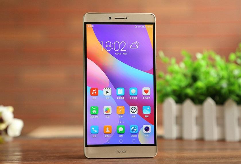 Huawei официально подтвердила работу над гигантом Honor Note 10