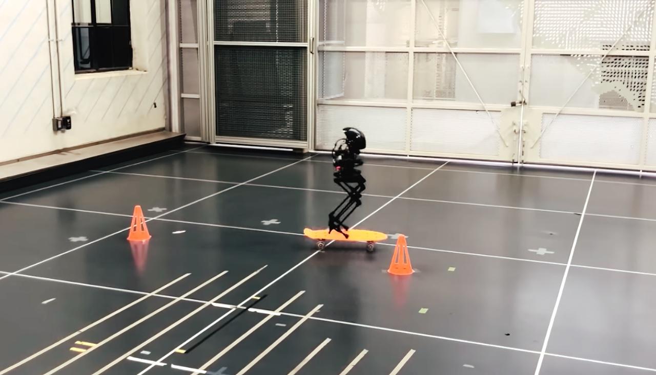 Двуногий гибрид робота и дрона может ходить, летать и кататься на скейтборде видео