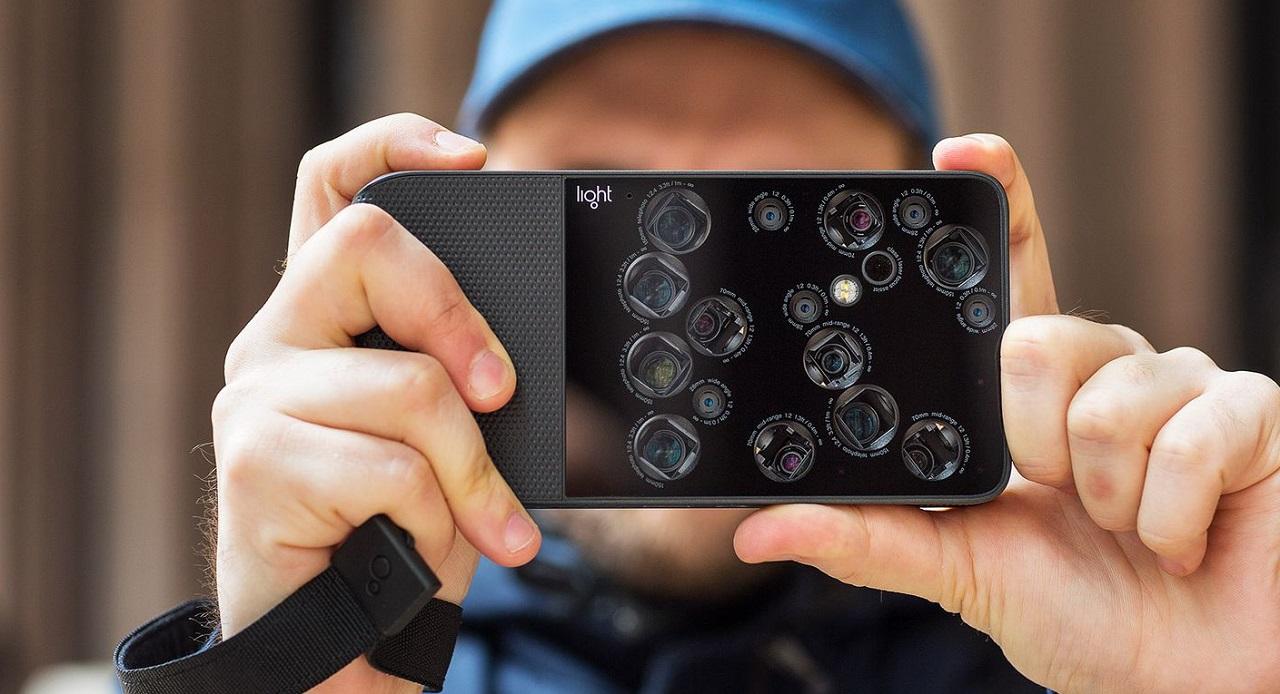Компания Light готовит смартфон с9 камерами. Нет, серьёзно
