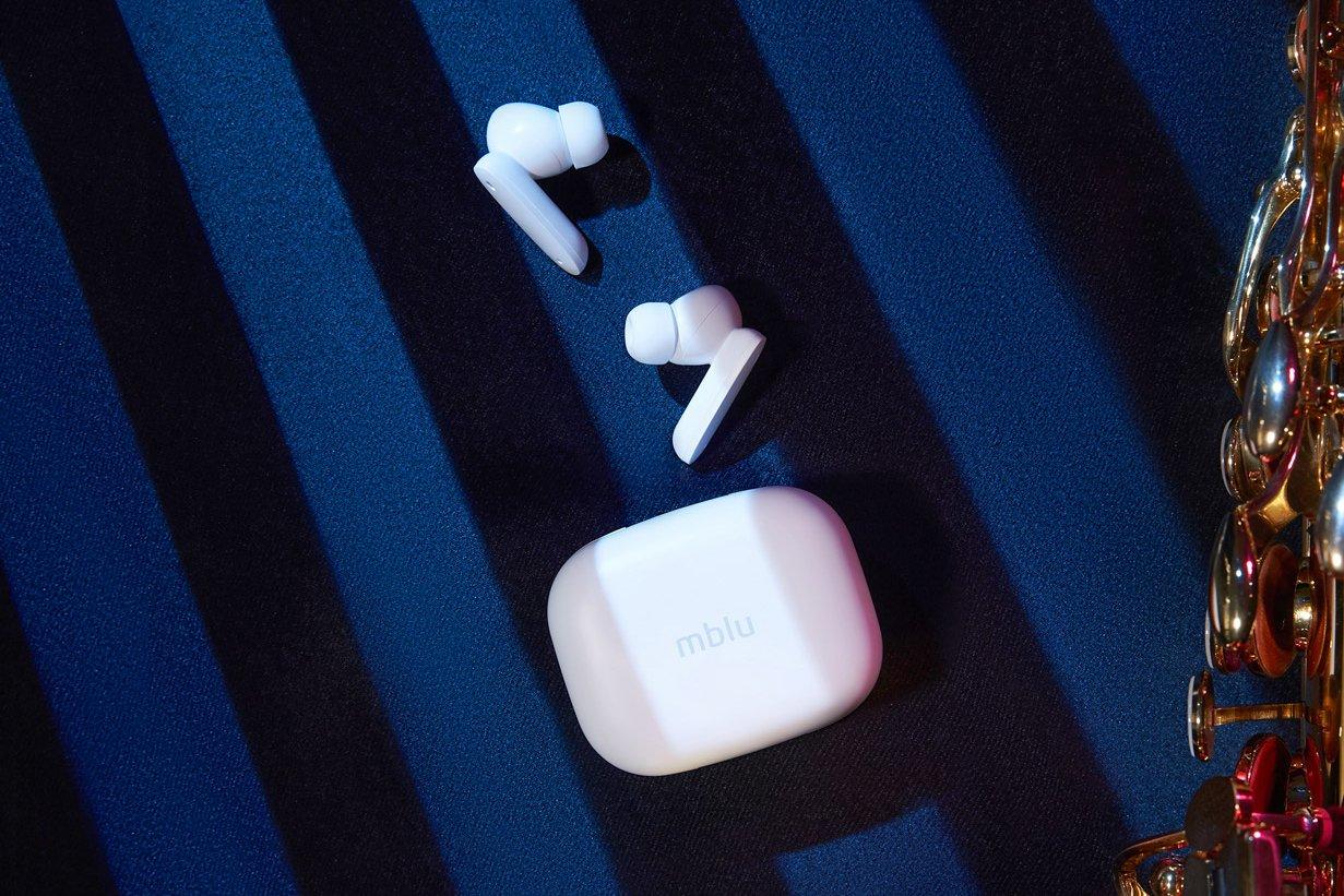 Meizu представила беспроводные наушники mblu Blus с активным шумоподавлением за $30