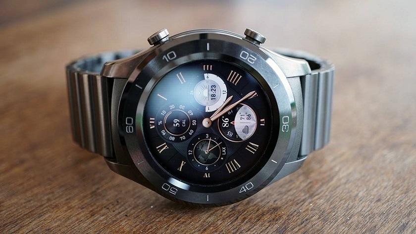 Huawei запатентовала смарт-часы сместом для крепления беспроводных наушников