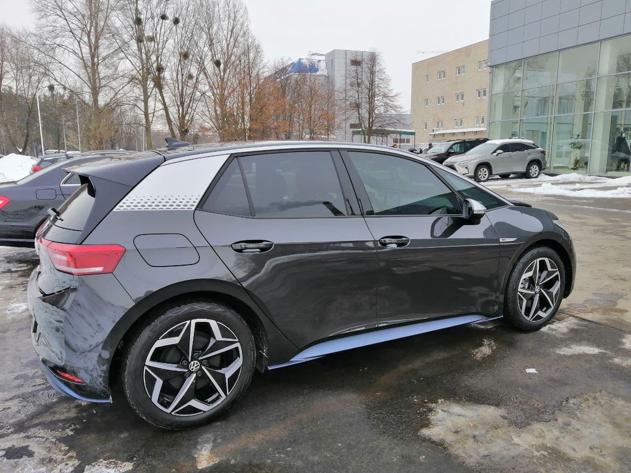 Электромобиль Volkswagen ID.3 с батареей на 58 кВтч и запасом хода в 425 км уже приехал в Украину (на самом деле нет)