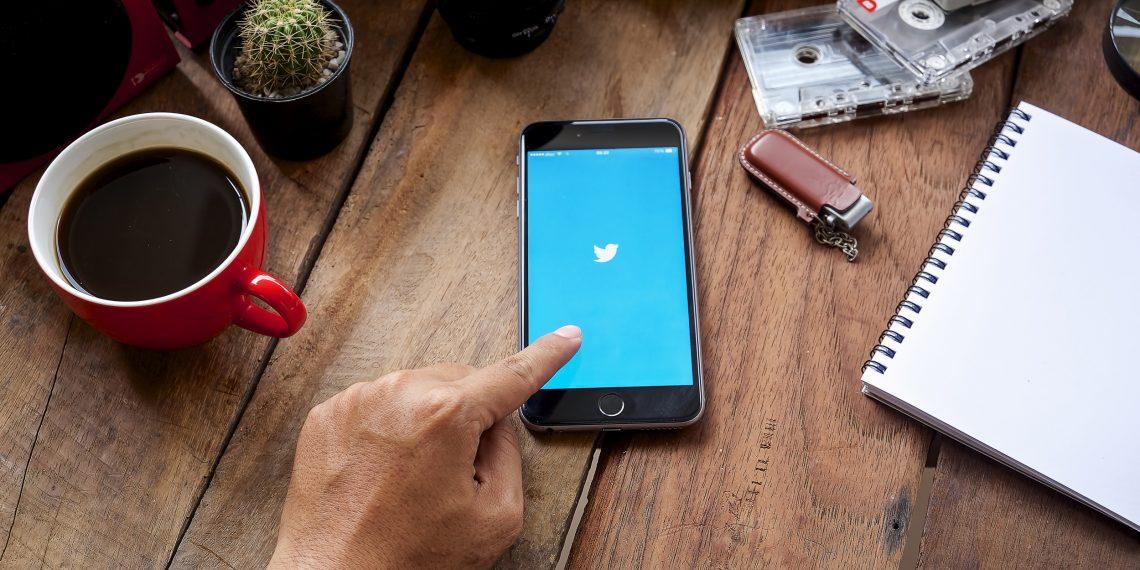 Твиттер блокирует помиллиону аккаунтов вдень