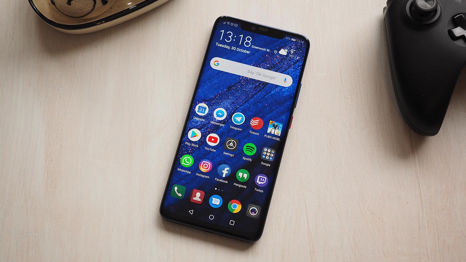 Топ-10 лучших  телефонов  октября 2018