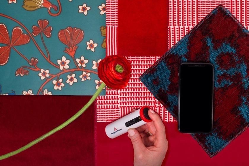 Benjamin Moore & Co. выпустила устройство и приложение для подбора цветов в интерьере