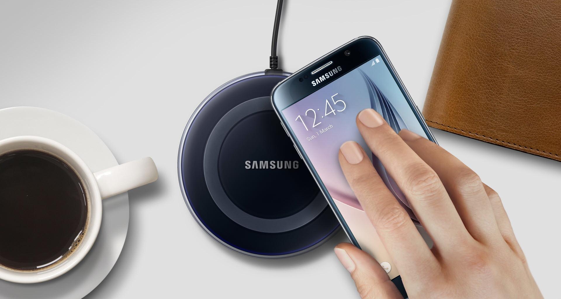 Новая беспроводная зарядка Samsung сможет заряжать два смартфона одновременно