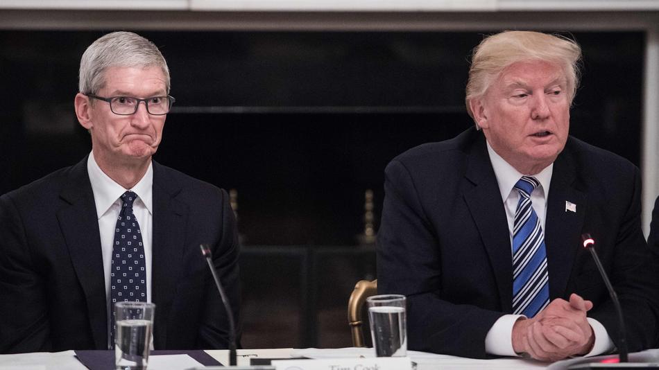 Трамп все-таки вводит новые пошлины натовары изКитая. Пострадает Apple