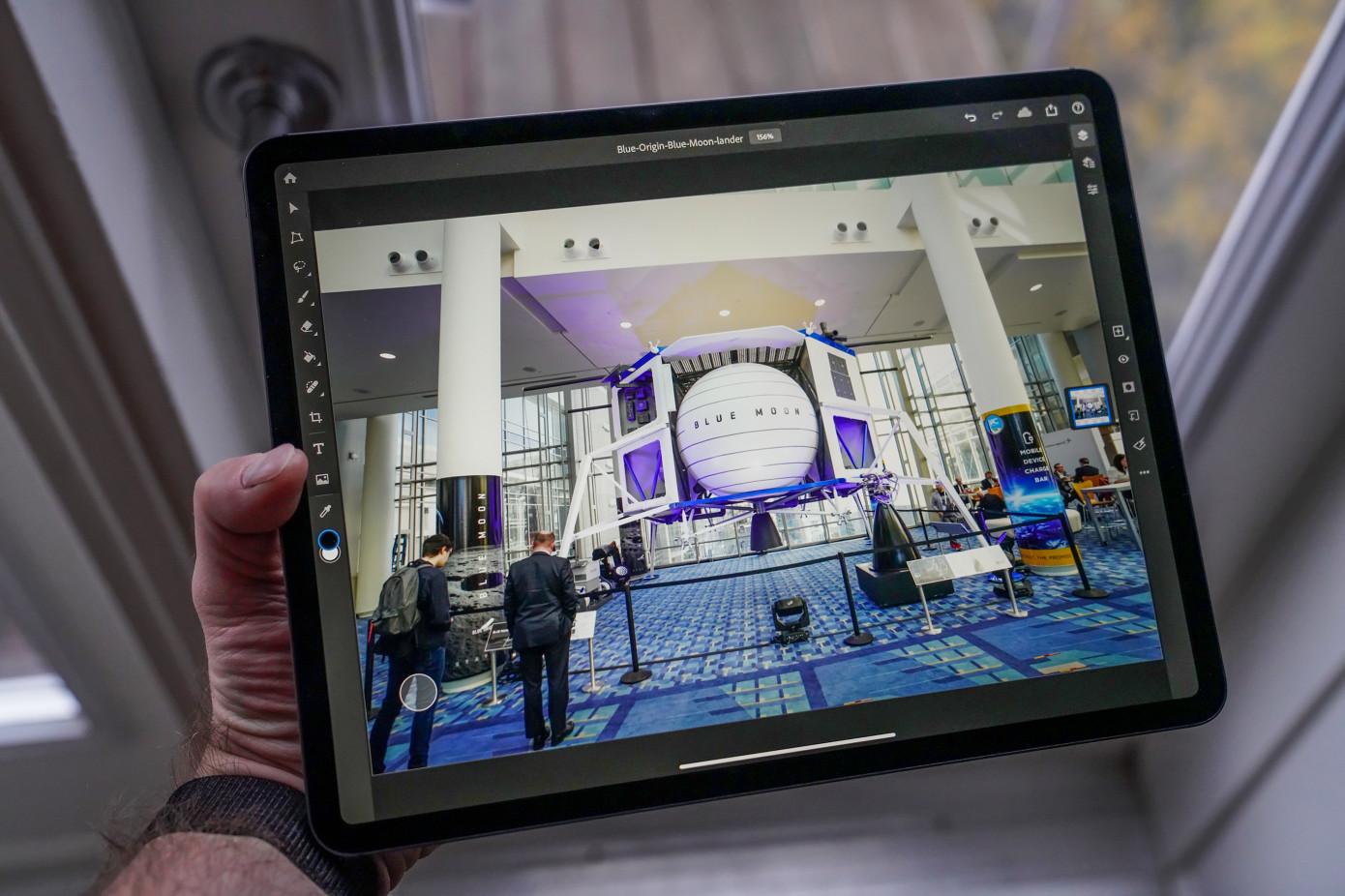 Adobe выпустила приложение камеры для телефонов сфункциями Photoshop