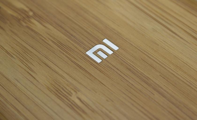 Смартфон Xiaomi с вырезом на экране снова показался на «живых» фото