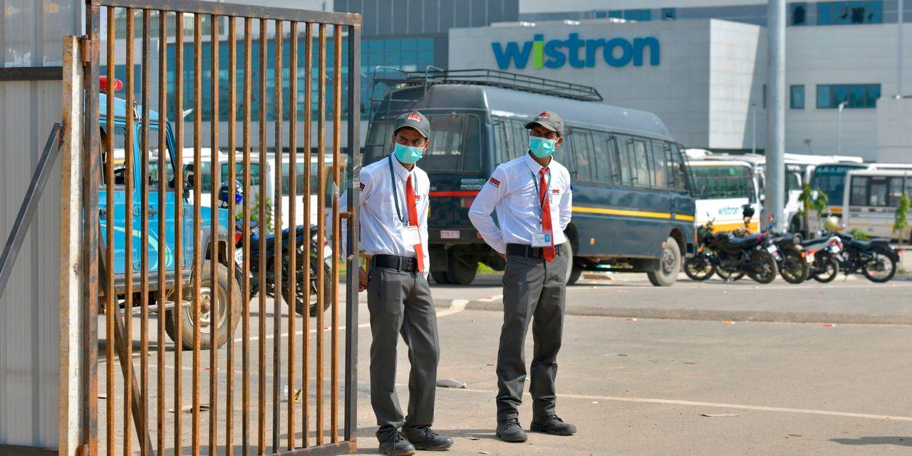 Бунт и погромы на заводе по производству iPhone: зарплату забрали смартфонами, ущерб  около $60 млн
