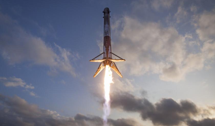 Первая ступень SpaceX Falcon 9 приводнилась в океане из-за поломки