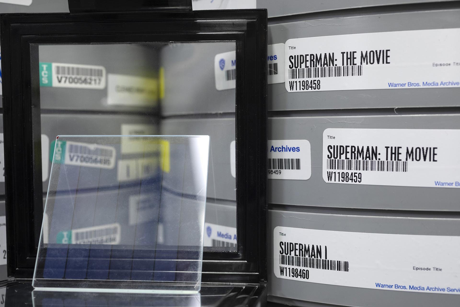 Кино про Супермена записали на куске стекла